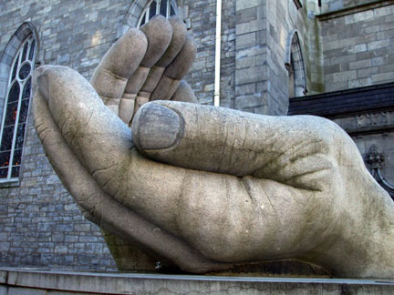 Big-hand-sculpture